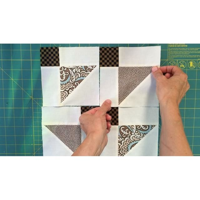 Disappearing #shoofly block variation 3 - full #videotutorial on my blog. #disappearingshoofly #quilting #sewing #crafts #quilt #slicedshoofly