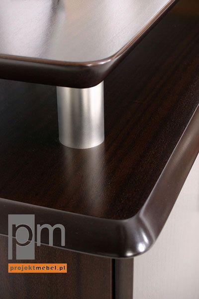 Detal wykończenia biurka w meblach gabinetowych Sentor ; http://www.projektmebel.pl/realizacje