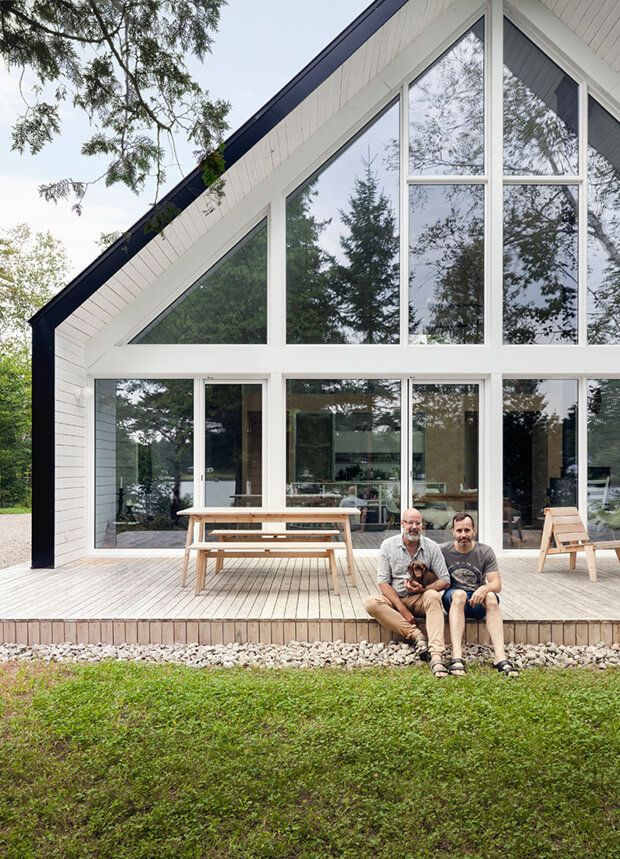 SHARING IS CARING!0000Sitting Behind Trees by the Lake Canadian design firm la SHED built this lovely lakeside cabin in Lanaudiere, Quebec. Chalet de la Plage's design was inspired by traditional chalets found in the Swiss Alps. It's front exterior has a simple black finish, accented by the white interiors peeping through the large windows …