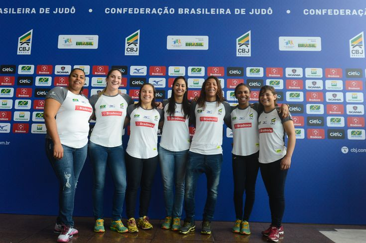 A equipe feminina brasileira será a mesma de Londres:  Sarah Menezes,  Erika Miranda,  Rafaela Silva,  Mariana Silva,  Maria Portela,  Mayra Aguiar e  Maria Suelen Altheman.