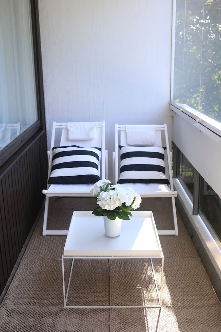 Homevialaura | balcony interior | terrace | outdoors | Hay Tray Table | white deck chairs | striped cushions | Pappelina Svea rug
