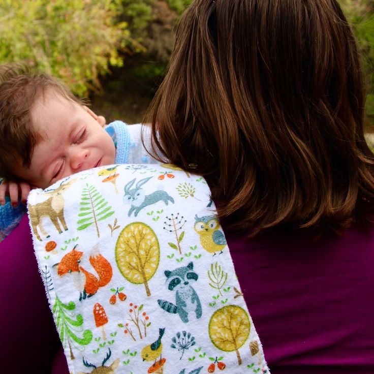 A bright and cheery burp cloth to suit a bright and cheery day🐺🌲☀️. The Wren burp cloth pictured here with baby Lucas. Woodland animal print flannelette with terry towelling backing and available in sets of two.