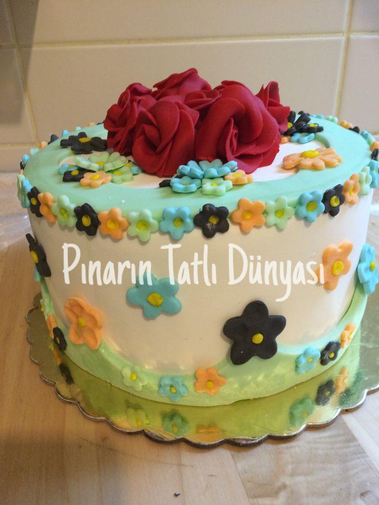 Çiçekli şeker hamurlu pasta