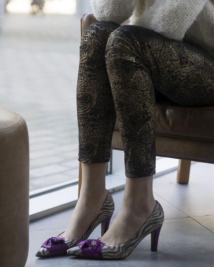 Zapatos con (MUCHA) actitud. Los stilettos #Sensible ahora combinan cuero estampado y grabado en fucsia y cebra con un aplique de cristales #Swarovsky. #LPStore: Paraguay 782 CABA. http://ift.tt/1Pia5Uv #luzprincipe #zapatos #luzprincipezapatos #amamosloquehacemos #hacemosloqueamamos #nofear #aw2017 #invierno #chicaslp #lpfans#ootd