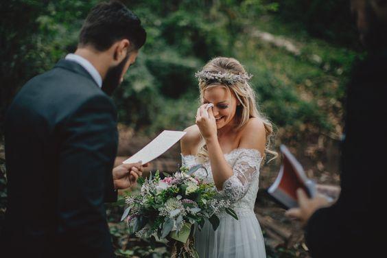 5 Truques para não chorar na cerimônia do casamento - Fala sério! Que noiva quer entrar chorando no altar e ainda continuar até o finalda cerimônia?? O problema não é só borrar a maquiagem, mas as caretas que irão ficar eternizadas nas fotos do casam…