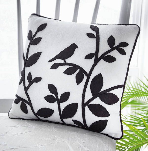FREE TUTORIAL WITH PATTERN / TEMPLATE! crafts-n-things-wool-felt-pillow