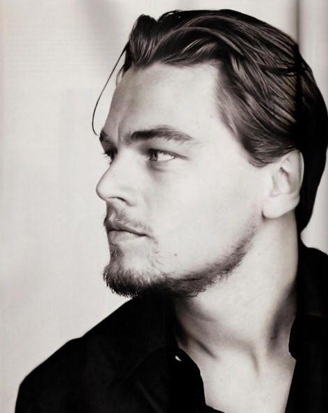 Leonardo quando ainda era jovem e bonito.  Obs: depois de anos fumando e de desleixo com a alimentação, ele ficou gordo e com a aparência de ser bem mais velho do que realmente é.