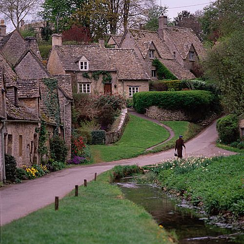 Arlington Row, Bibury England: Photo by by Fritz Olenberger