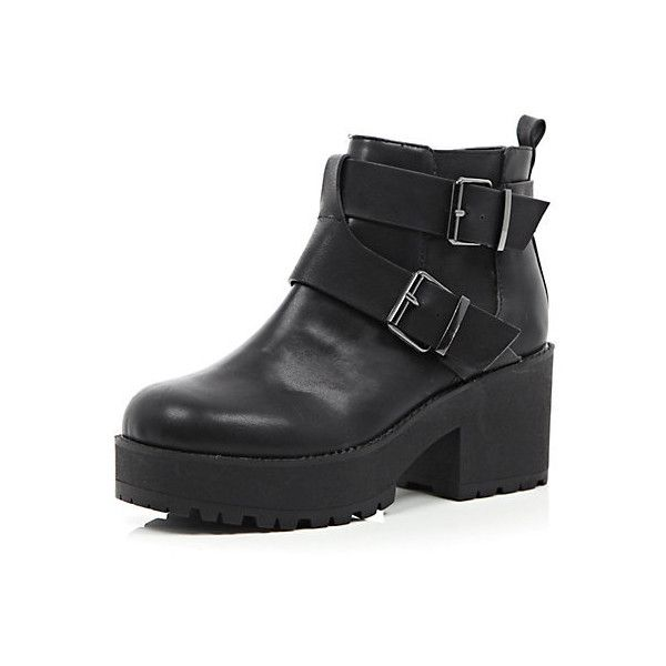 Bottines noires à semelle épaisse avec boucles (€50) ❤ liked on Polyvore featuring shoes, boots, botas, chunky shoes, twisted shoes and grunge shoes