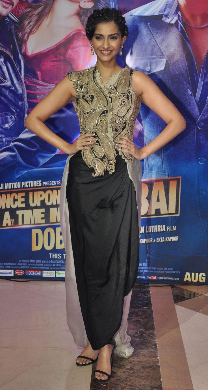 Inside Ekta Kapoor's iftar party: Sonam Kapoor was a fashion critic's dream in an Anamika Khanna outfit. http://movies.ndtv.com/photos/inside-ekta-kapoor-s-i-iftar-i-party-15675