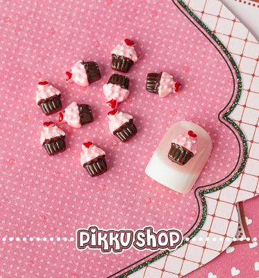 Cupcake Nail Decoration from Pikku Shop | www.pikku-shop.com