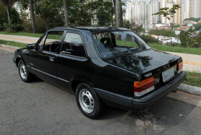 Chevette L 1993 conquista pela economia.