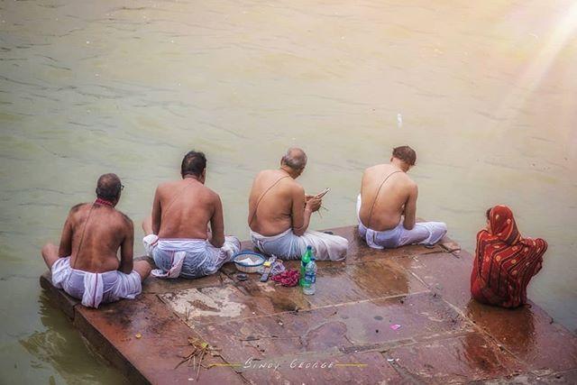 """LAST RITES"" #hindu_rituals at the Ghats of #Varanasi. #binoygeorgephotography #binoygeorge #lpmi #NGTIndia #apfmagazine #creativeimagemagazine #LiveBravely #TLPicks #LiveTravelChannel #insidertravel #tripotocommunity #CultureTrip #bbcculture #wonderful_places #tourism #IncredibleIndia #iamnikon #indiaphotosociety #YourShotPhotographer #dslrofficial #photographers_of_india #Culture #discoverindia #OutlookTraveller #people @pictures.of.india @talent.of.india @dslrofficial @indiashutterbugs…"