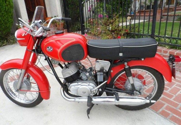 Amikor még a Pannónia P 20 maga volt a motoros költemény! Amikor még szárnyaltunk akár egy sas, a motoron, ami tíz másodperc alatt gyorsult százra és ez így volt pedig hát ez még a nyolcvanas évek előtt volt... Ezen aztán meg lehetett tanulni motorozni és mekkorákat kirándultunk abban az időben :) Nyomj egy lájkot, ha Te is emlékszel! - MindenegybenBlog