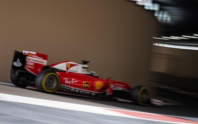 GP d'Abu Dhabi: Vettel en tête aux essais libres, Hamilton plus rapide que Rosberg -                  Hamilton et Rosberg n'ont signé que les 4e et 5e meilleurs temps de la troisième et dernière séance d'essais libres de l'ultime Grand Prix de la saison.  http://si.rosselcdn.net/sites/default/files/imagecache/flowpublish_preset/2016/11/26/1137352108_B9710338177Z.1_20161126130303_000_G5182CPDP.3-0.jpg - Par http://www.78682homes