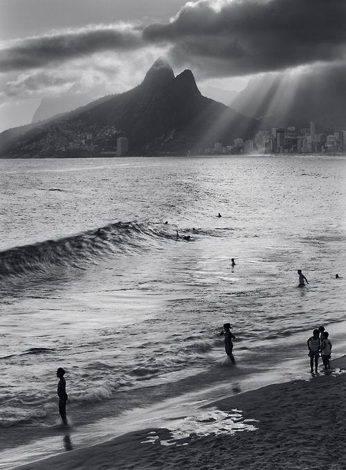 Praia de Ipanema. Linda até em preto e branco