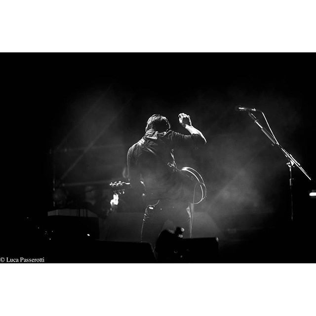 lucapasserotti_fotografo/2016/09/24 20:20:54/Arctic monkeys  Ph Luca passerotti  #arcticmonkeys #lucapasserotti #concerto #live #pistoiablues #music #blackandwhite #guitar #elvispresley #picoftheday #fashion #photography #photoset #like4like #instagood #foto #music #microphone #hair #rock #alternative #pop #alexturner