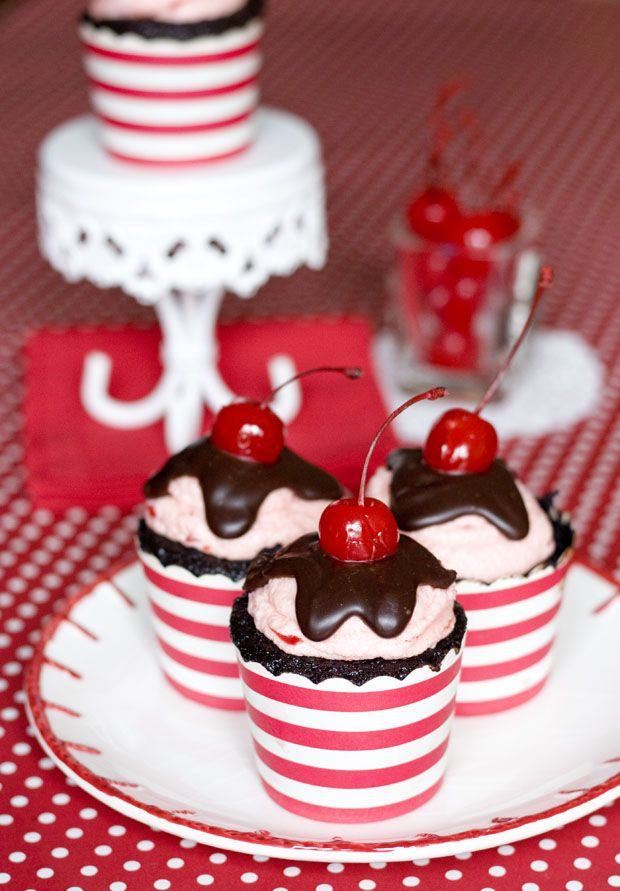 chocolate cherry cordial cupcakes