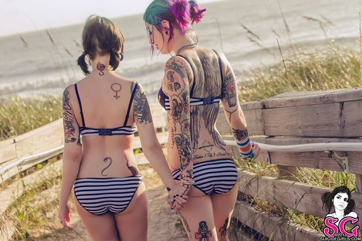 Drave & Bitten.: Tattoo Lady, Hot Tattoo, Beautiful Women, Suicide Girls, Neck Tattoo, Tattoo Girls, Suicide Suicidegirl, Tattoo Hotti, Bitten Suicide