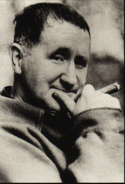 """Bertolt+Brecht+darabját+manapság+nem+játsszák+túl+sűrűn+a+színházak.+Pedig+a+""""karfiolkirály""""+története+nem+csupán+Hitlerről+és+a+nácik+gengszter-technikájáról+szól.+Hanem+mindenről,+ami+ahhoz+hasonlít.+Hogy+miért+éppen+ez+jutott+eszembe,+amikor+elolvastam+Magyarország+miniszterelnökének+levelét?…"""