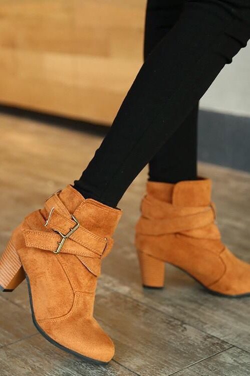 e56c7f8c137 28 Winter Ankle Boots Outfits To Inspire Yourself . French street style  Parisians chic. Classy casual warm shoes.  winterfashion  fallfashion  boots  ...