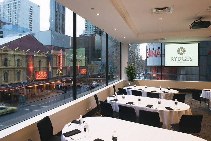 Rydges Melbourne's conference floor has some serious natural light!