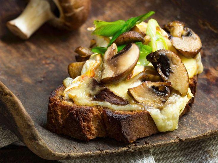 Découvrez la recette Bruschetta champignons sur cuisineactuelle.fr.