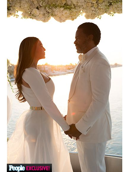 Inside Tina Knowles Lawson's 'Perfect' Wedding Day (PHOTOS) http://www.people.com/article/tina-knowles-wedding-photos-details-richard-lawson