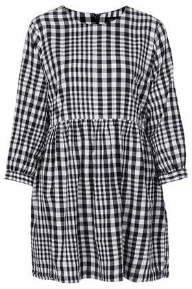 Gingham Check Smock Dress from Topshop http://www.topshop.com/en/tsuk/product/new-in-this-week-2169932/new-in-this-week-493/gingham-check-smock-dress-2616354?bi=1&ps=200