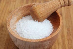 Agua con sal para el dolor de garganta - Trucos de salud caseros