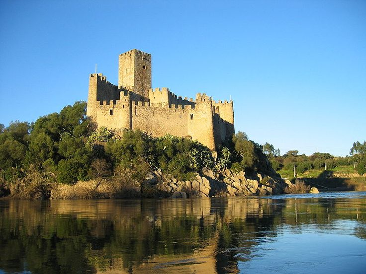 Almourol Castle, built c. 1171 on an island of the Tagus by the Templar Knights. The highest tower is the square-shaped keep of the castle.