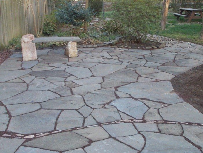Outdoor Patio With Flagstone Paving And Border - Flagstone Outdoor ...