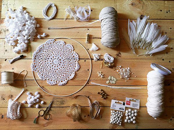 Schema Dreamcatcher attrape rêve DIY facile napperon au crochet dentelle et franges jersey