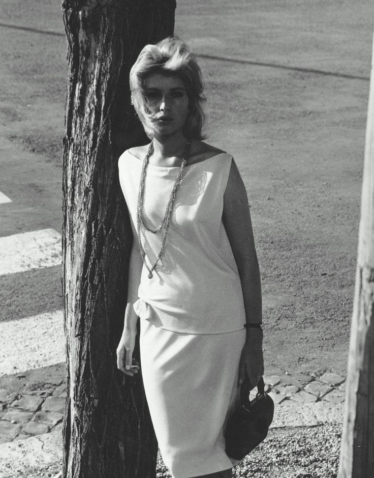 L'Eclisse (1962) -- Monica Vitti wears the same skirt/top combination in different fabrics in several scenes in this movie and it looks fabbbbbbbbulous