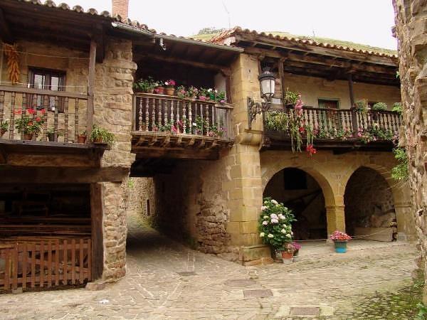 Bárcena Mayor es una localidad del municipio de Los Tojos #Cantabria #Spain #Travel