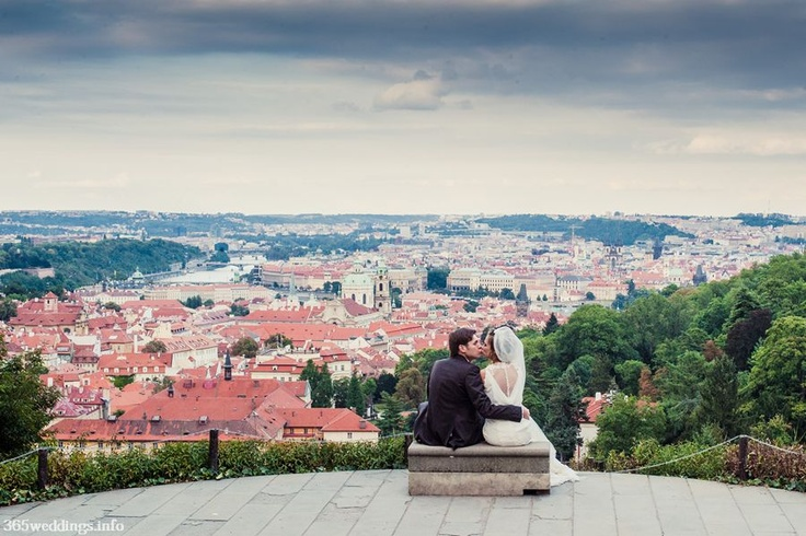 Amazing views of Prague are waiting for your sweet couple to enjoy them! Come on! Visit Prague and Czech republic! Have a nice wedding!