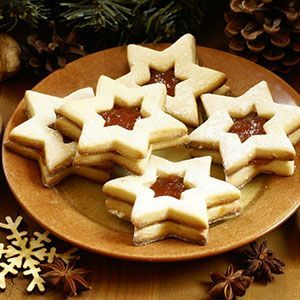 Vánoce jsou vždy spojené s pečením cukroví, ovšem často osoby držící bezlepkovou dietu mohou propadat panice, protože nevědí, co si mohou upéct a vyrobit. Ve výsledku se ale nejedná o žádnou vědu. Důležité je naučit se správně improvizovat a vyměnit suroviny s lepkem za ty bezlepkové