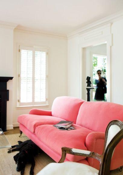 Fun!: Decor, Pink Sofa, Interior, Living Rooms, Pinksofa, Pink Couch, Color, Livingroom, Sofas