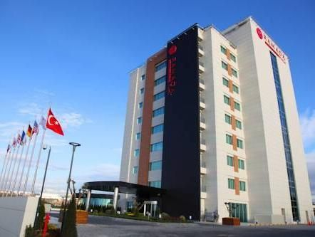 Kocaeli Ramada Plaza Istanbul Asia Airport Turkey, Europe Ramada Plaza Istanbul Asia Airport is conveniently located in the popular Kocaeli area. The hotel offers a high standard of service and amenities to suit the individual needs of all travelers. To be found at the hotel are free Wi-Fi in all rooms, 24-hour front desk, facilities for disabled guests, express check-in/check-out, luggage storage. Guestrooms are fitted with all the amenities you need for a good night's sleep....