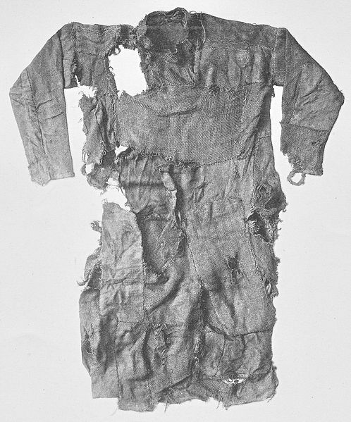 Front side of the tunic worn by the Bernuthsfeld Man (ca 680 to 775 AD) found in Hogehahn Bog, Niedersachsen, Germany  Front side of the tunic of bog body Bernuthsfeld Man dating to 680 and 775 AD. The tunic consists of 45 pieces of cloth from 20 different textiles in 9 different weaving patterns Found in 1907 in Hogehahn Bog near Tannenhausen (Landkreis Aurich), Lower Saxony, Germany.
