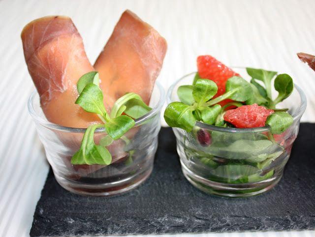 Involtini di tonno affumicato con insalatina agli agrumi