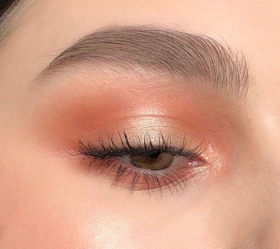 Herrlicher orange Make-upblick, zum zu versuchen -…