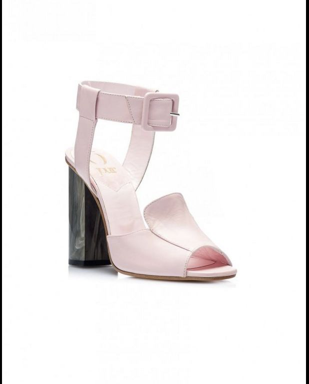 This lovely pair by O Jour will put a twist on your occassionwear.