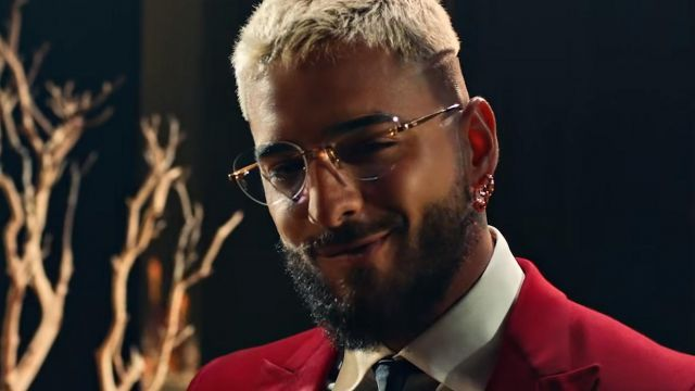 Youtube The Eye Glasses Outfit Worn By Maluma In Her Video Clip Que Pena With J Balvin In 2020 Glasses Outfit Eye Glasses Eyes