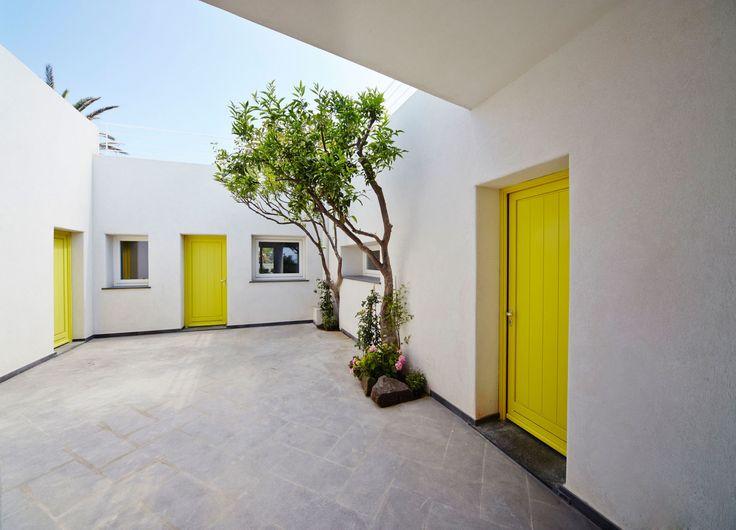 Renato Arrigo · Housing in Stromboli · Divisare