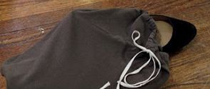 Re-purposed: t-shirt to shoe bags.: Travel Bags, Shoes Travel, Eighteenth Century, Metals Zippers, Agrarian Business, Shoes Bags, Leaded Glasses Window, Century Agrarian, Folding Ov Clutches