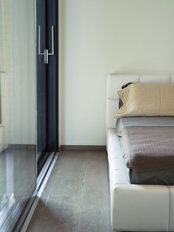 True glass custom windows by Piavevetro. Triple glazing lift and slide doors are the choice of the archistar.