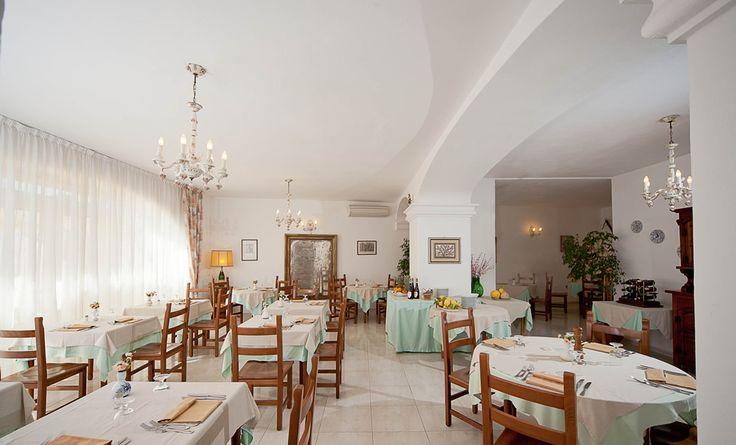 Restaurant at Hotel Ape Regina (island of #Ischia - Italy) open for breakfast and dinner.