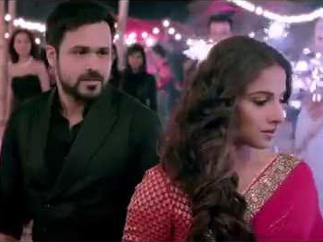Emraan Confesses His Love For Vidya in New 'Humari Adhuri Kahani' Song http://www.ndtv.com/video/player/news/emraan-confesses-his-love-for-vidya-in-new-humari-adhuri-kahani-song/368379