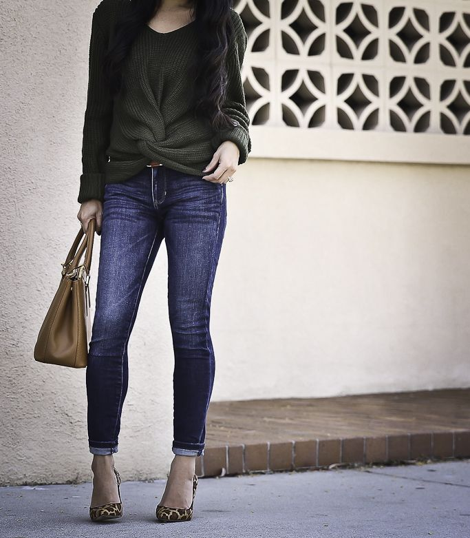 twist front sweater leopard pumps casual outfit skinny jeans
